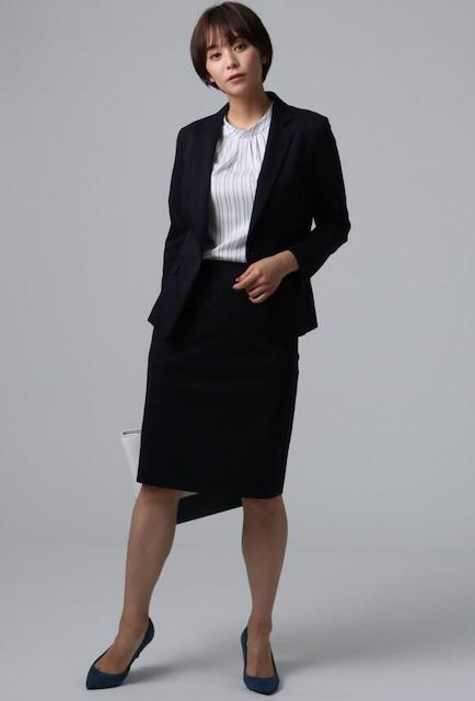 大学入学式スーツ女子